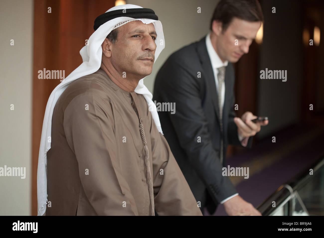 Nahen Osten und westlichen Geschäftsleuten Stockbild