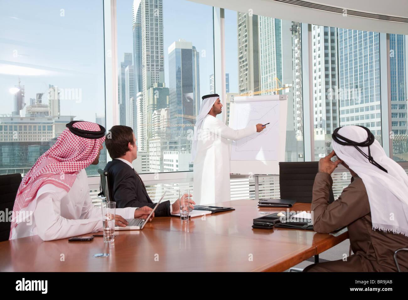 Nahen Ostens Geschäftsmann, Vortrag Stockbild