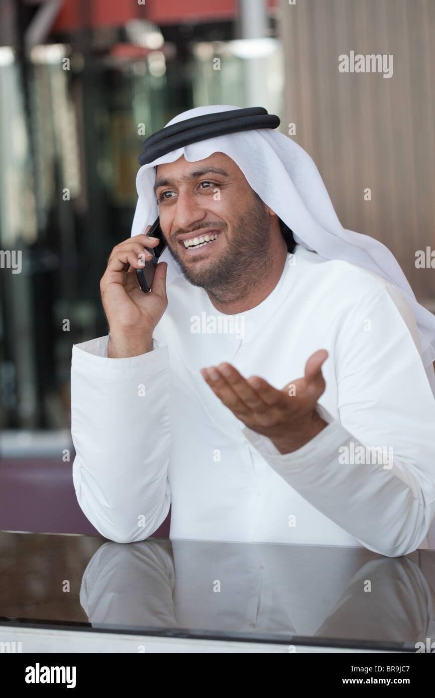 Nahen Ostens Mann auf Handy Stockbild