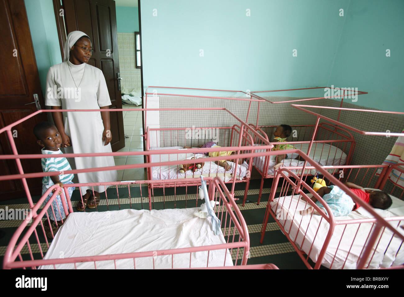 Kinderkrippe und Kindergarten laufen von katholischen Nonnen, Lome, Togo, Westafrika Stockbild