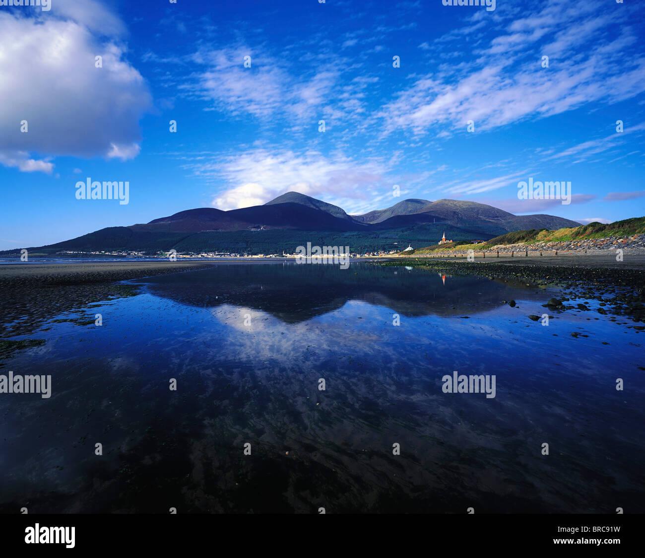Newcastle, Co Down, Irland; Badeort an der irischen See Stockbild