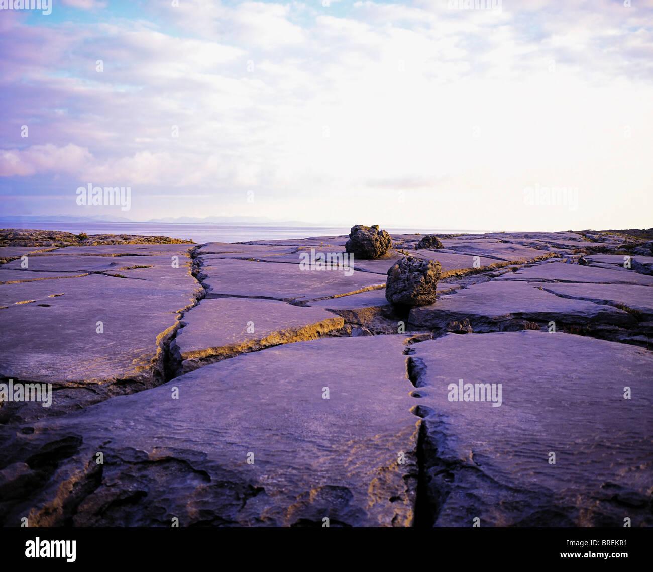 Der Burren, Co. Clare, Irland, Karstlandschaft Region, Findlinge Stockbild