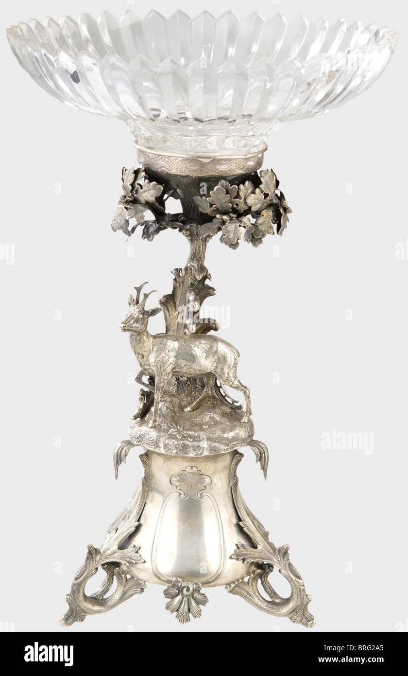 Perfekt Eine Deutsche Herzstück Tischdekoration, Um 1860. Ein Kernstück Silber Tisch  Mit Passenden Einfügen Und Ein Fünf Kerze Kandelaber