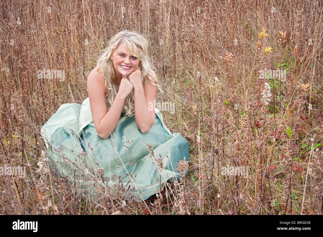 Beautiful Blonde In Evening Gown Stockfotos & Beautiful Blonde In ...