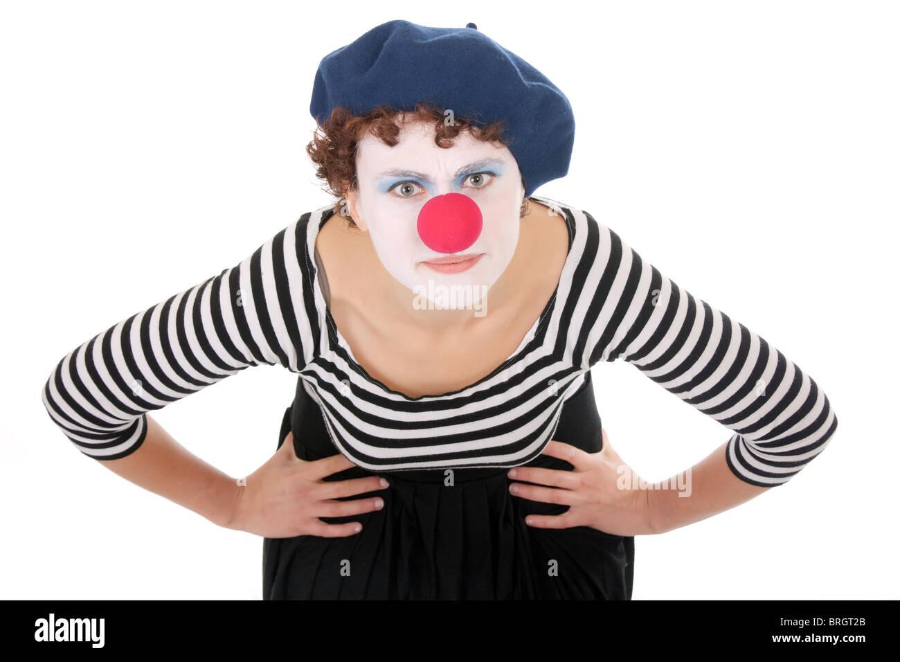 Junge Frau Tragen Clown Gesicht Bucken Und Blick In Die Kamera