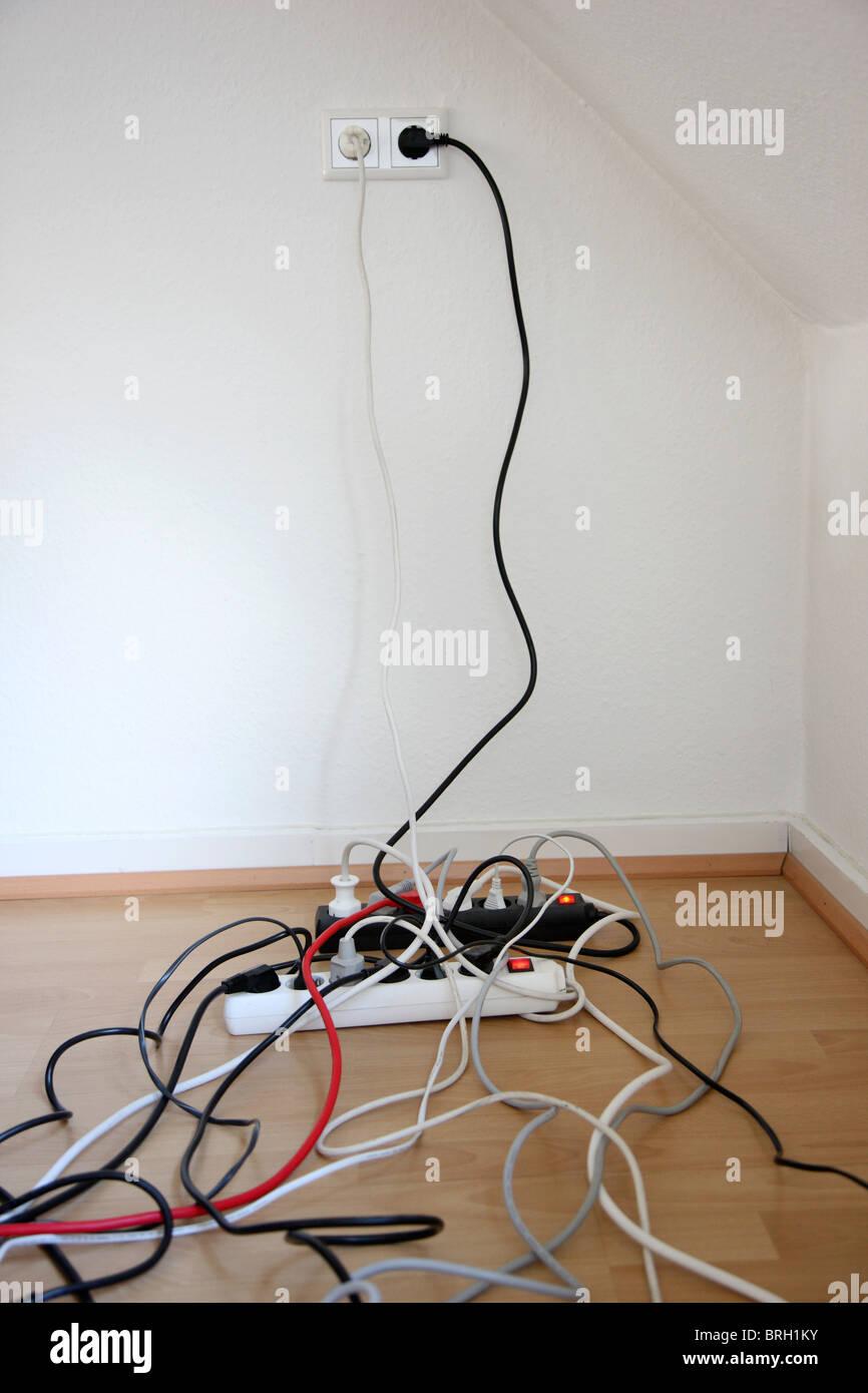 Berühmt 120 Volt Elektrische Drähte Galerie - Elektrische Schaltplan ...