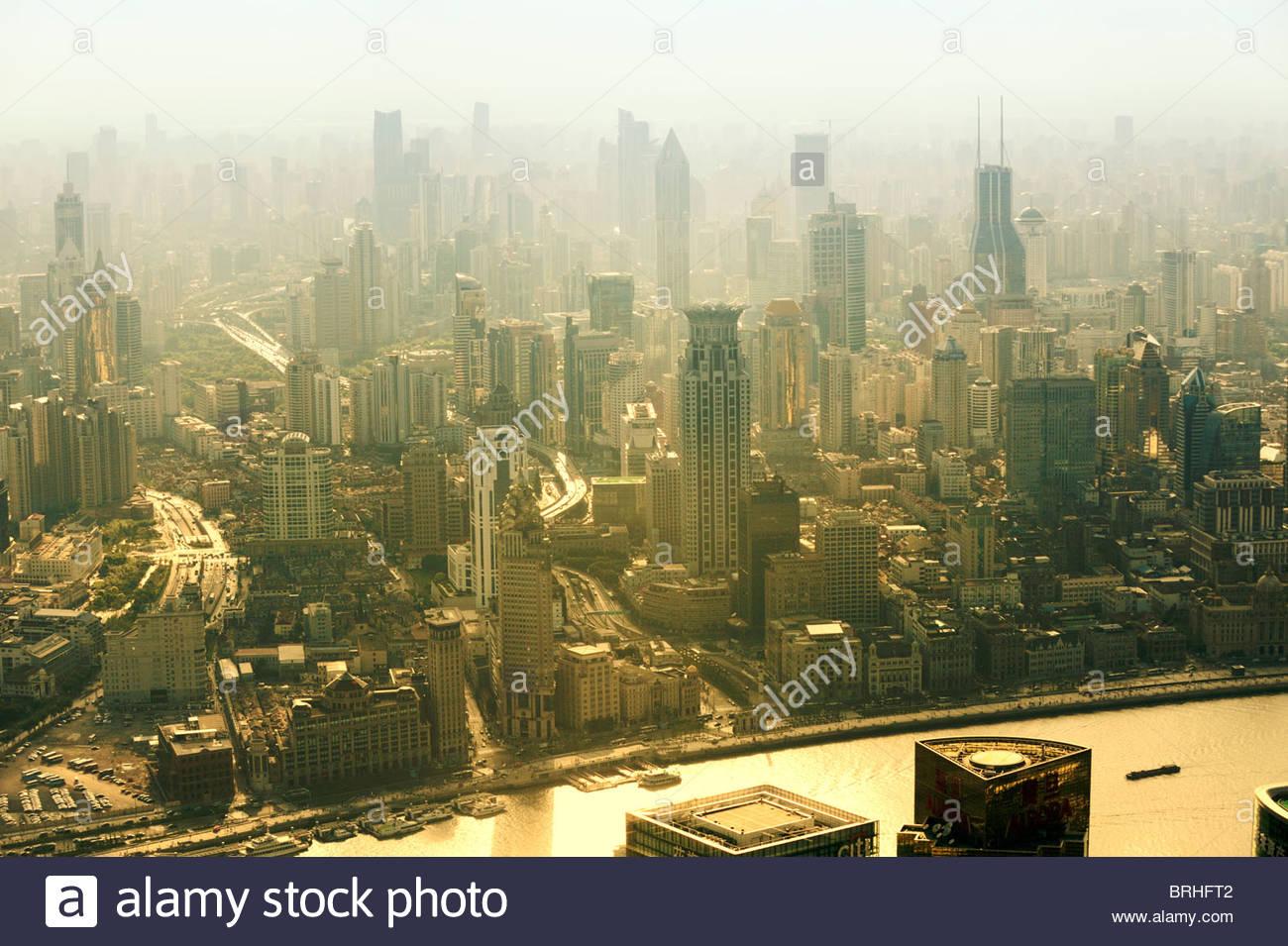 S.W über Shanghai, Zentralchina, vom Park Hyatt Hotel in Shanghai World Financial Center Tower, Pudong. Oktober Stockbild