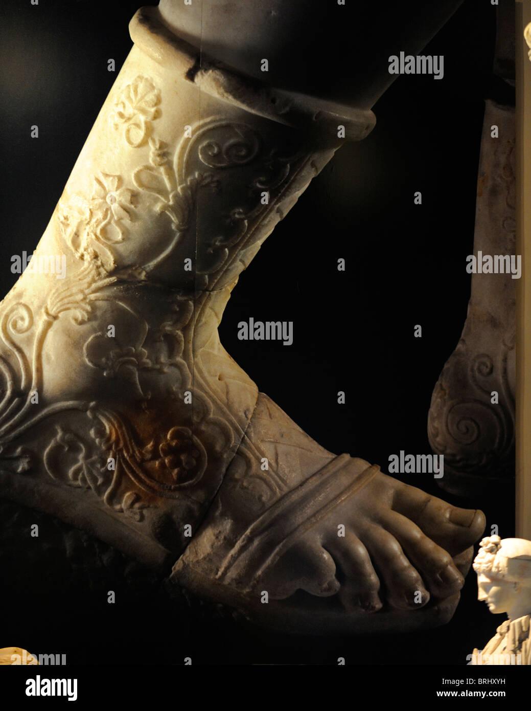 Eine wunderschön detaillierte Marmor Fuß im archäologischen Museum von Istanbul Stockbild