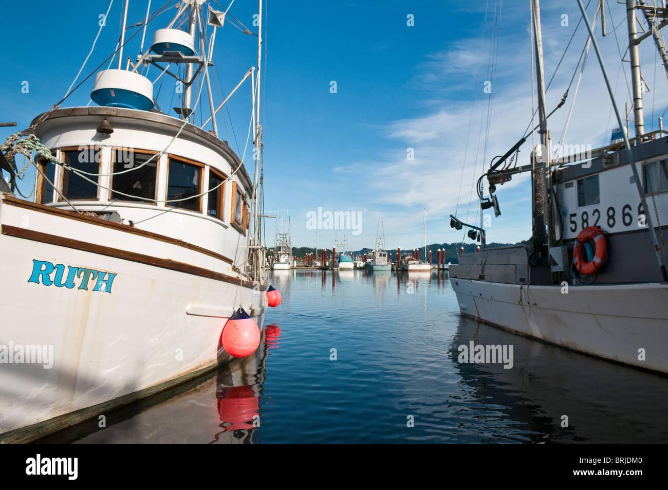 Kommerziellen Fischerboote an Siuslaw River Marina in der Altstadt, Florenz; Küste von Oregon. Stockbild
