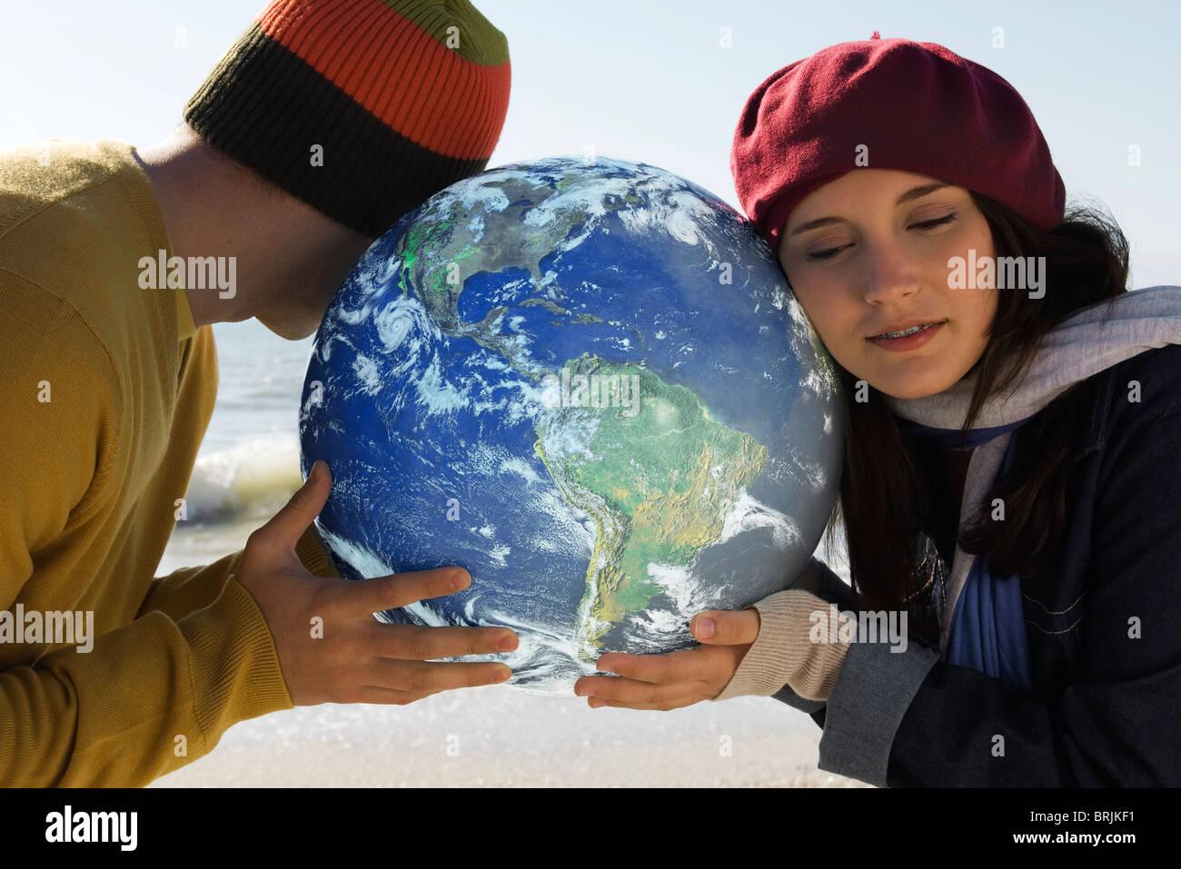 Ökologie-Konzept, hören auf die Erde Stockbild