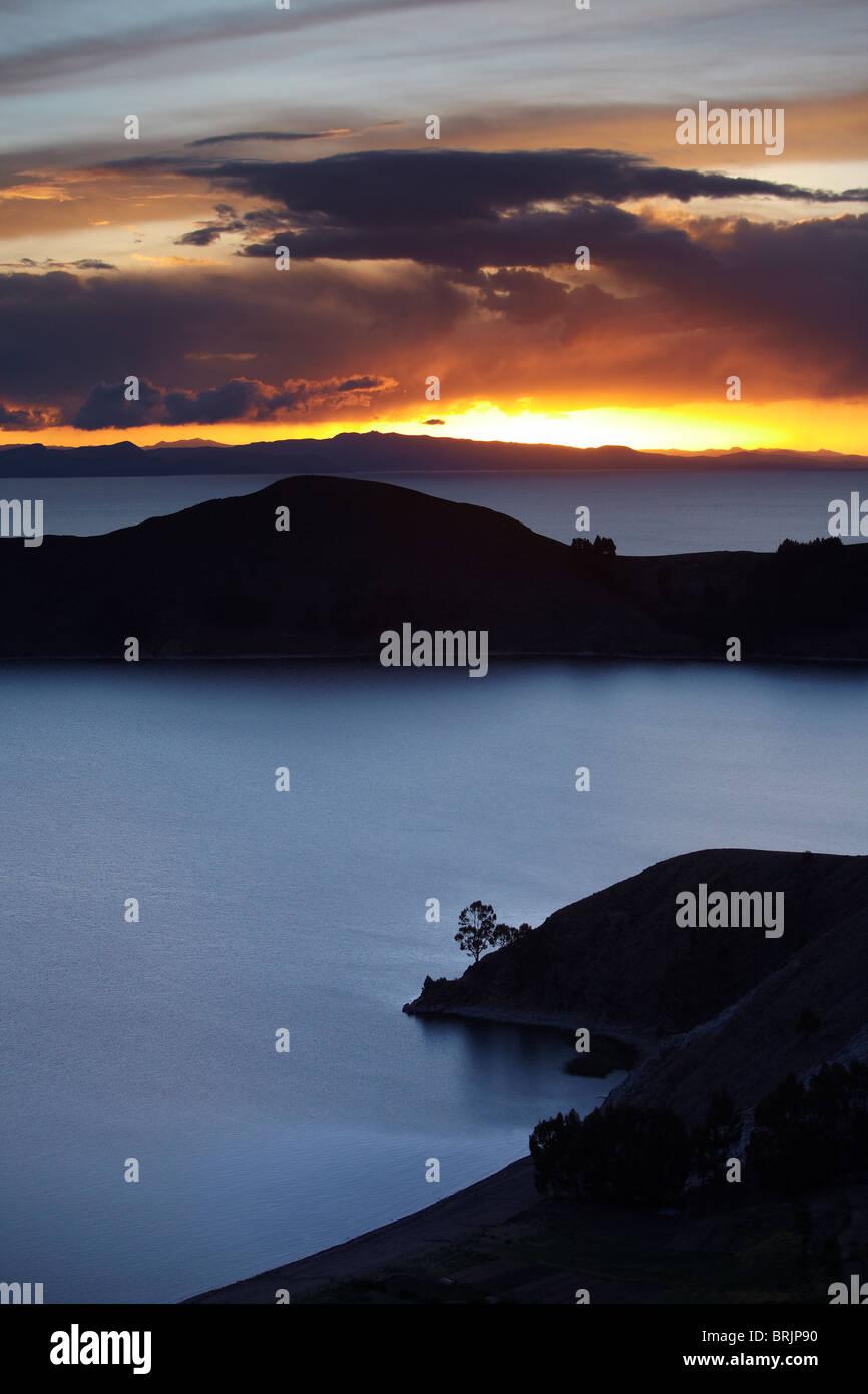 Sonnenuntergang über den Titicacasee von der Isla del Sol, Bolivien Stockbild