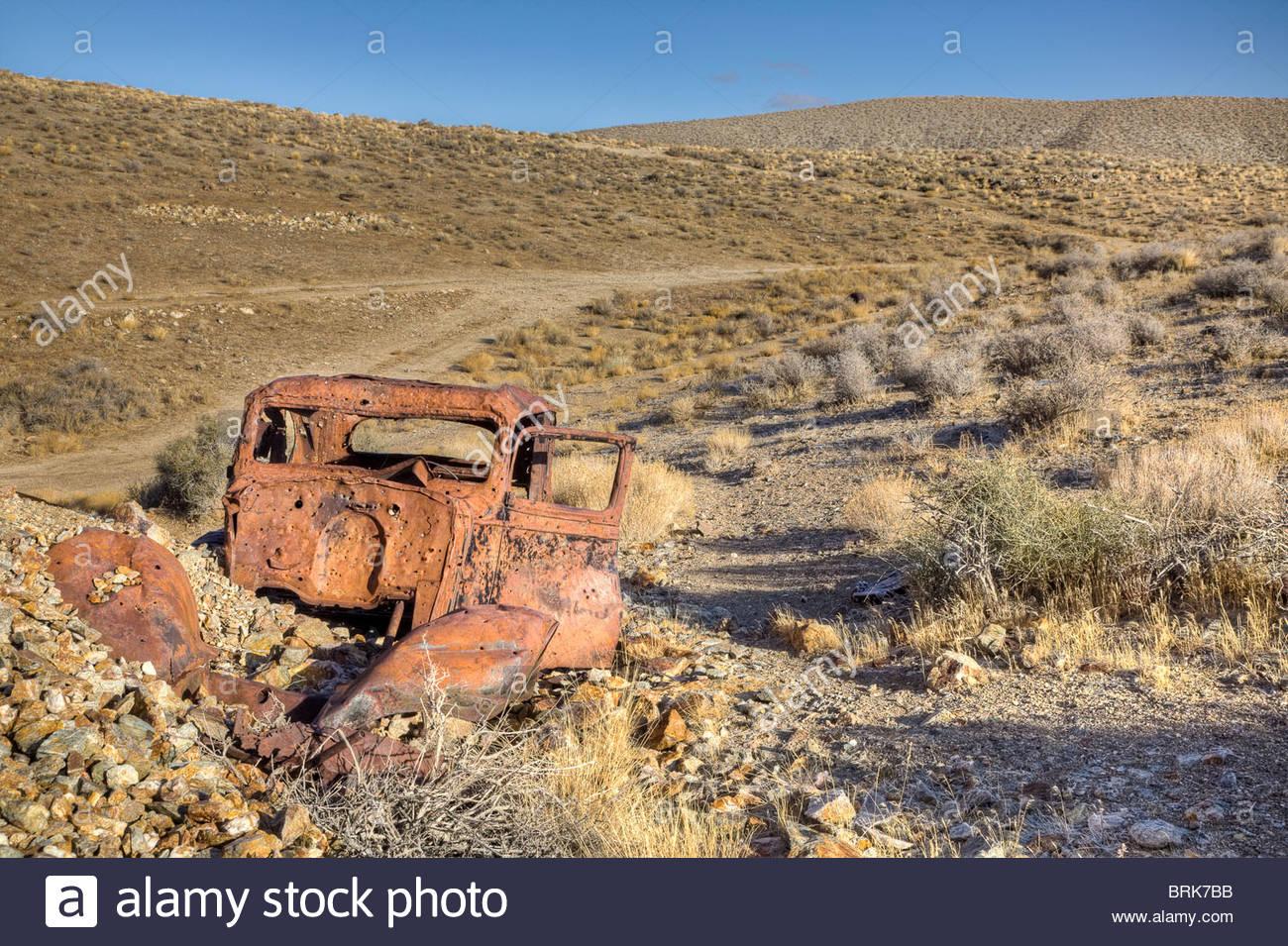 Überreste eines alten Autos in einer legendären Ghost Bergbaustadt. Stockbild
