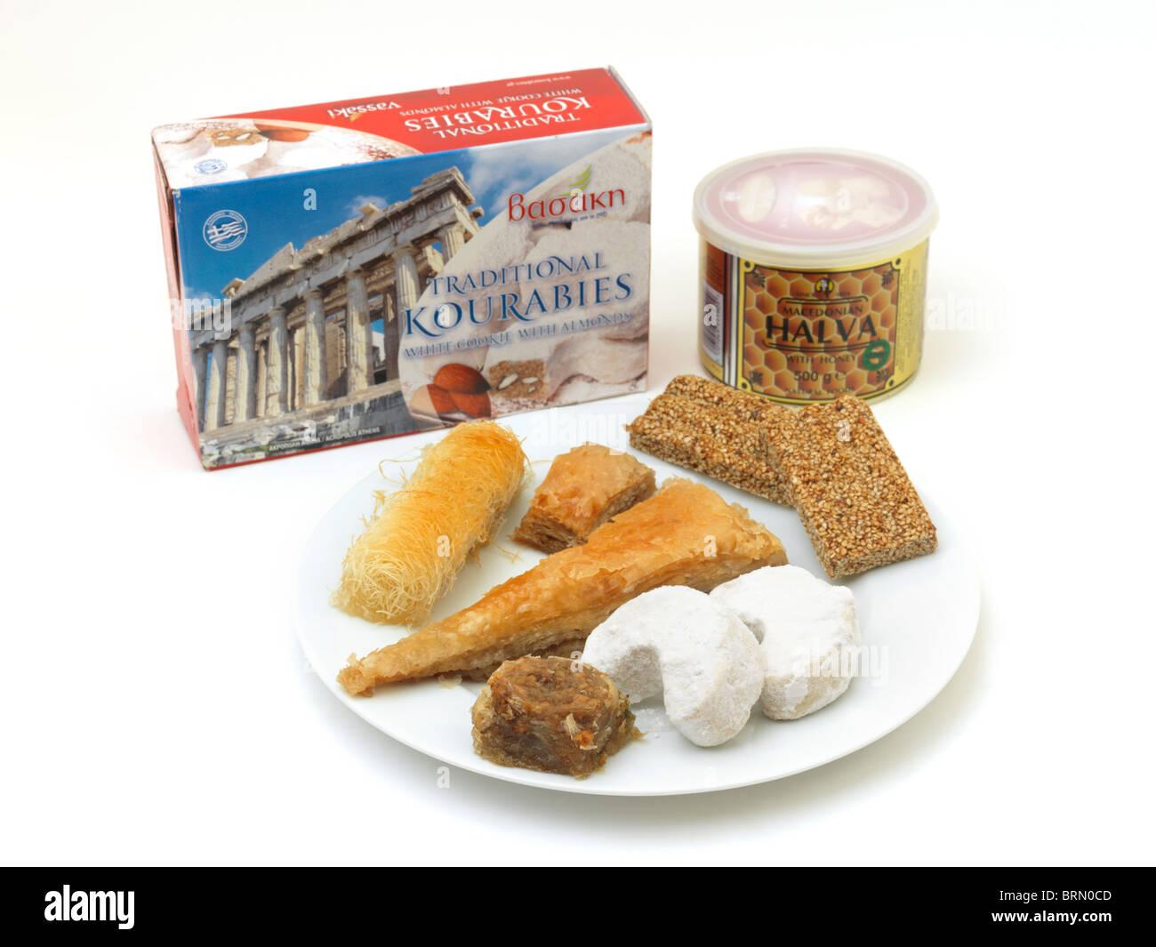 Griechische Süßigkeiten Baklava, Kataifi, Kourabies Kekse, Halva und ...