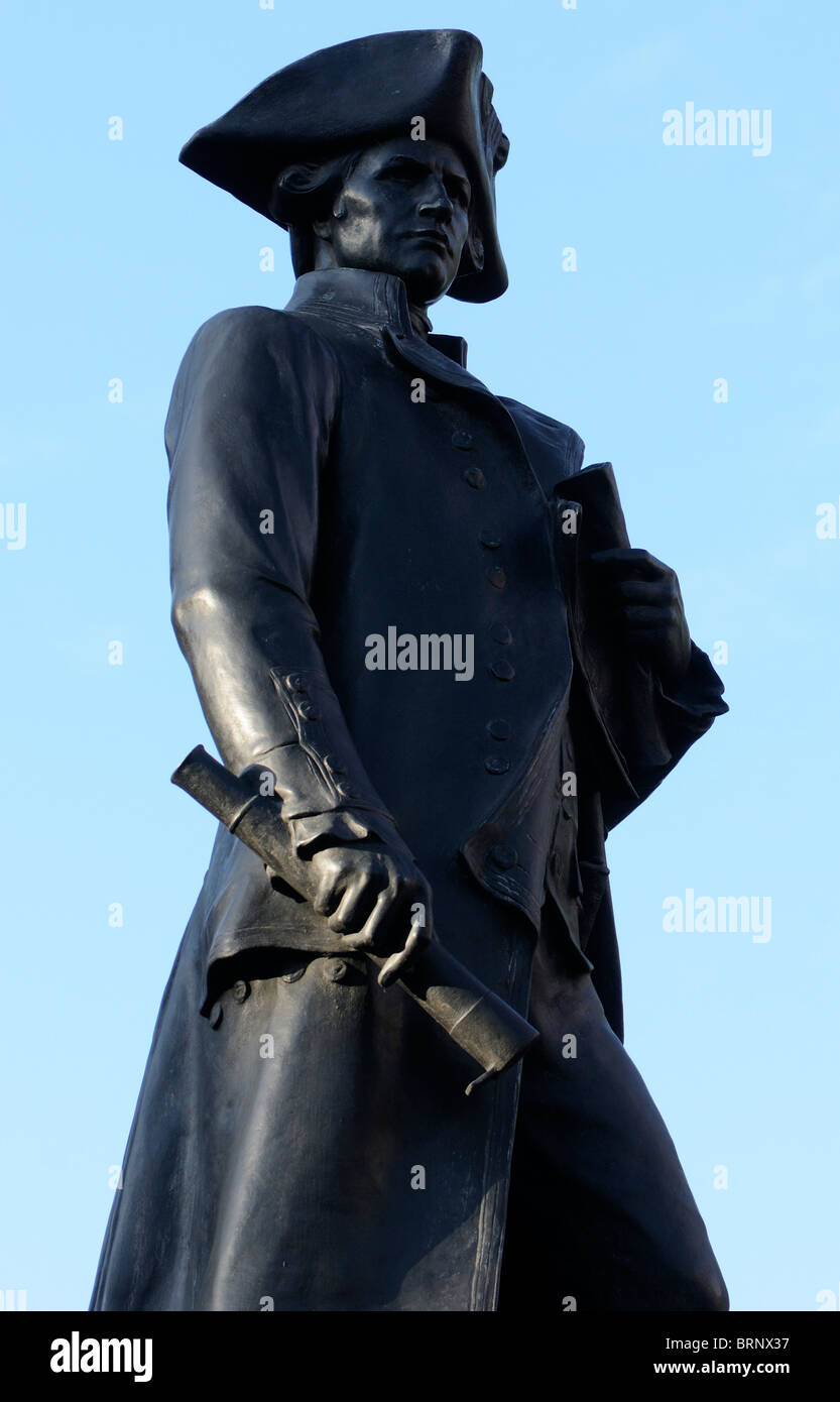 Statue von Captain James Cook FRS RN, Explorer, Navigator und Kartograph, von Sir Thomas Brock RA in der Mall. London Stockbild