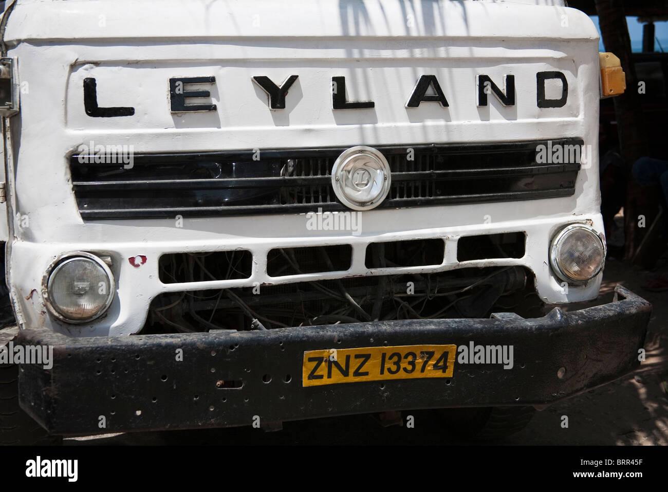 Vor einem alten Leyland LKW wahrscheinlich stammt aus den 80er Jahren Stockbild