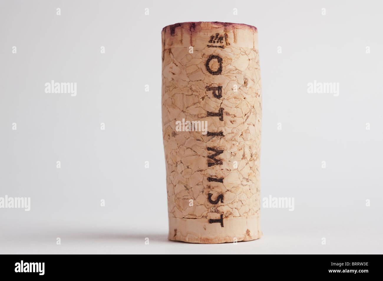 der Optimist Wein Flasche Korken auf weißem Hintergrund Stockbild