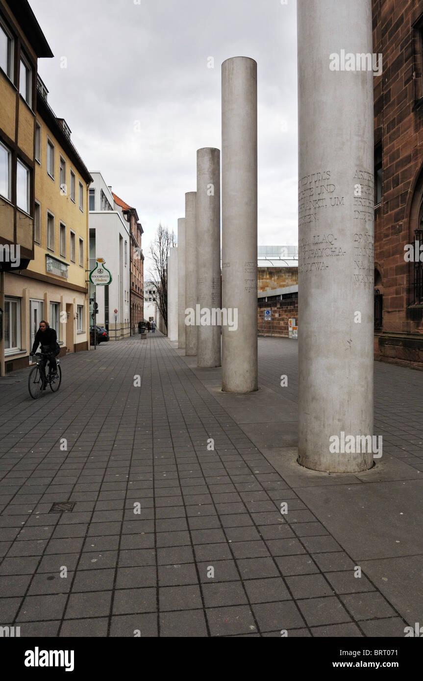 Straße der Menschenrechte, Weg der Menschenrechte, Konzept von Dani Karavan, 1993, Nürnberg, Bayern, Deutschland, Stockbild