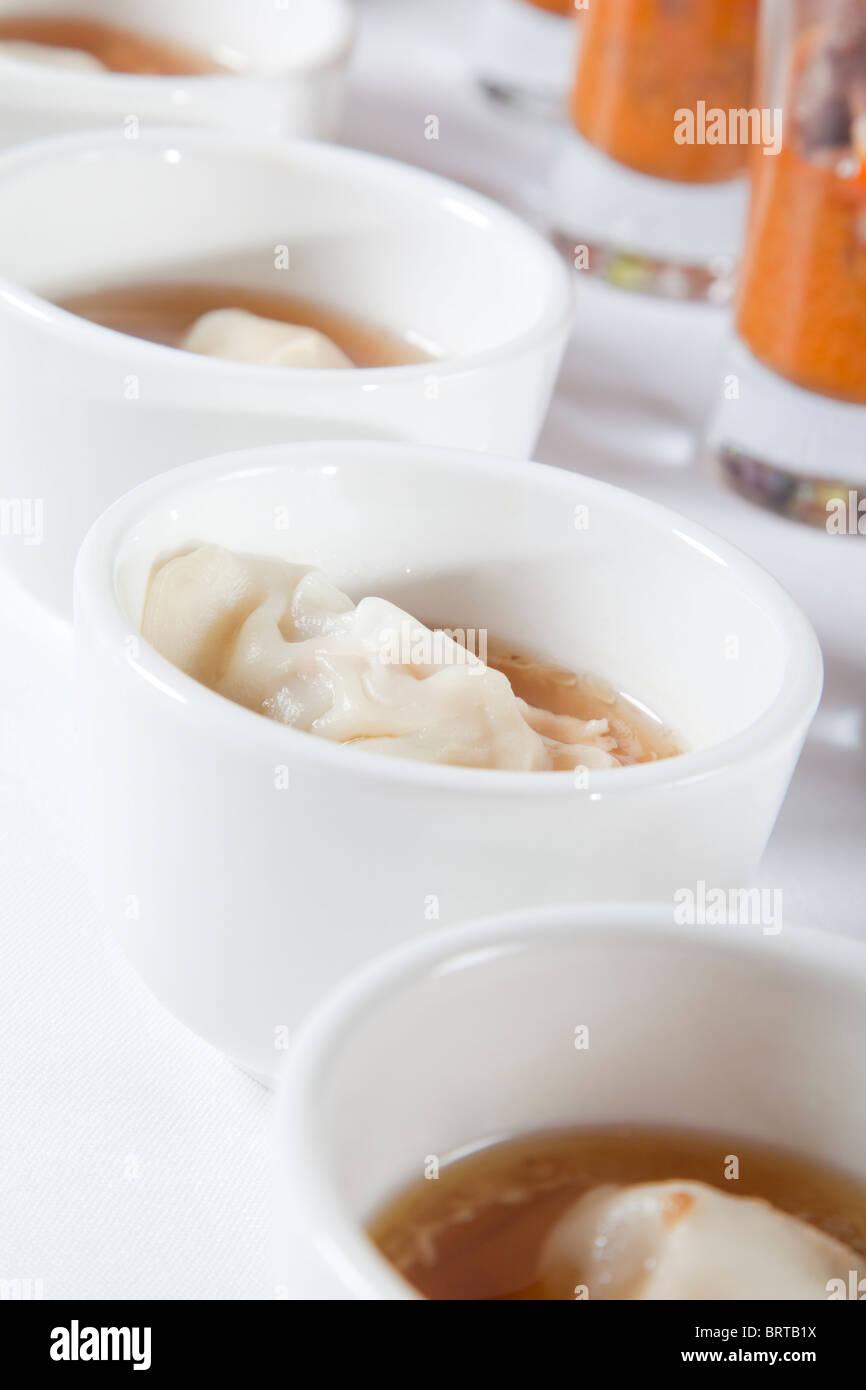 asiatische Suppe mit Knödel Stockbild