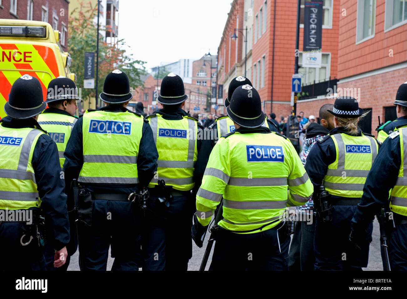 Policing The English Defence League-Demonstration in Leicester. 9. Oktober 2010. Stockbild