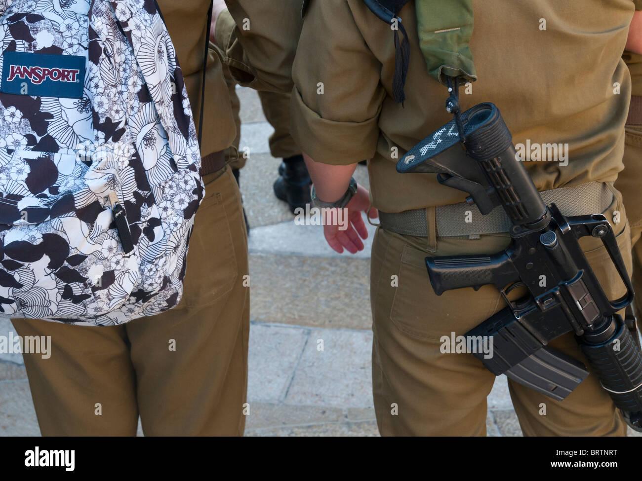 Female Soldiers Stockfotos & Female Soldiers Bilder - Alamy