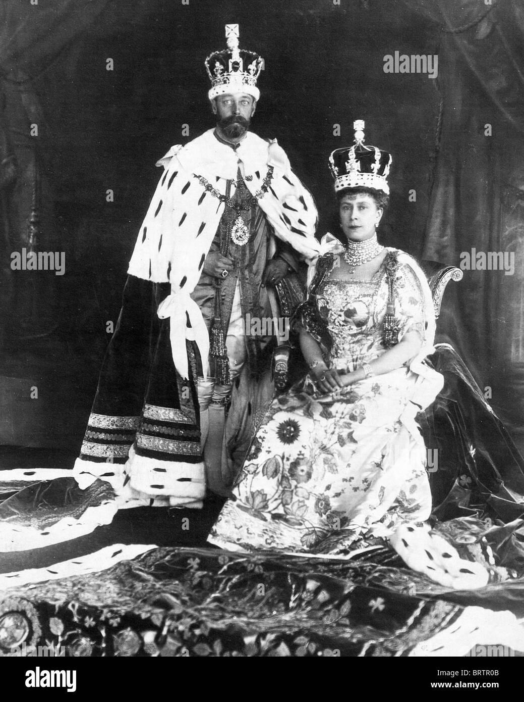 König GEORGE v. und Queen Mary in ihren Gewändern Krönung 22. Juni 1911 Stockfoto