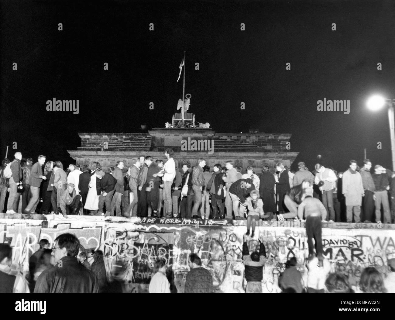 Fall der Berliner Mauer, Nacht vom Donnerstag, den 9. Freitag, 10. November 1989, historische Aufnahme, etwa 02:00 Stockbild