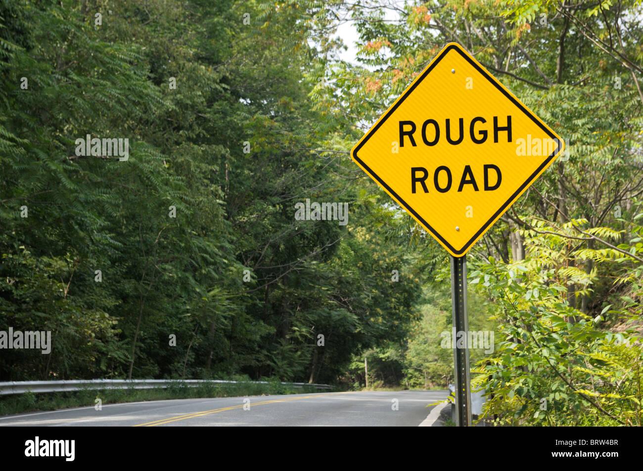 Grobe Straßenschild Stockbild