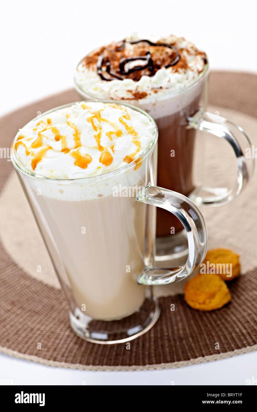 Heiße Getränke, Kaffee und Schokolade mit Sahne Stockfoto, Bild ...