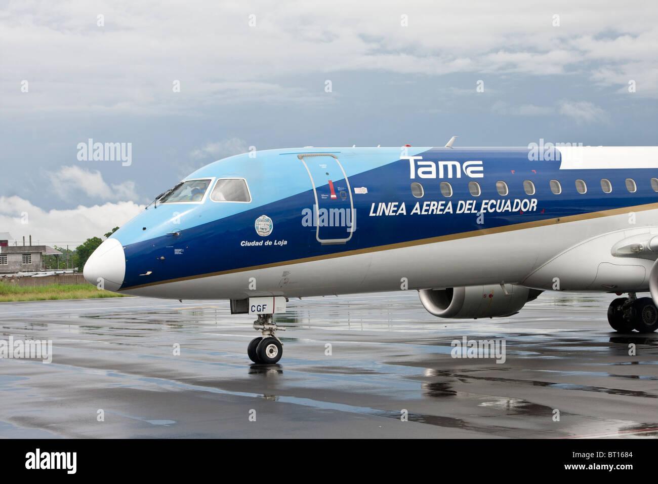 Embaer 190 Jet registriert HC-CGF, Zugehörigkeit zu zahm Rollen am Flughafen von Francisco de Orellana (Coca), Stockbild