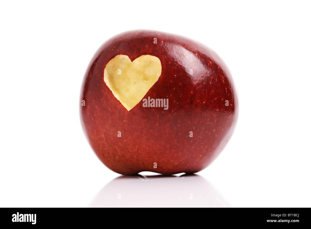 Roter Apfel mit Herz-symbol Stockbild