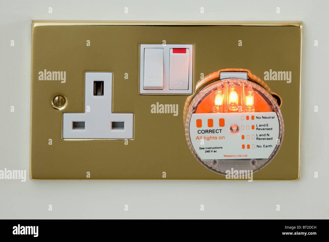 UK 3-polige elektrische Steckdose Prüfgerät Stecker prüfen Strom Stromversorgung Verkabelung mit Stockbild