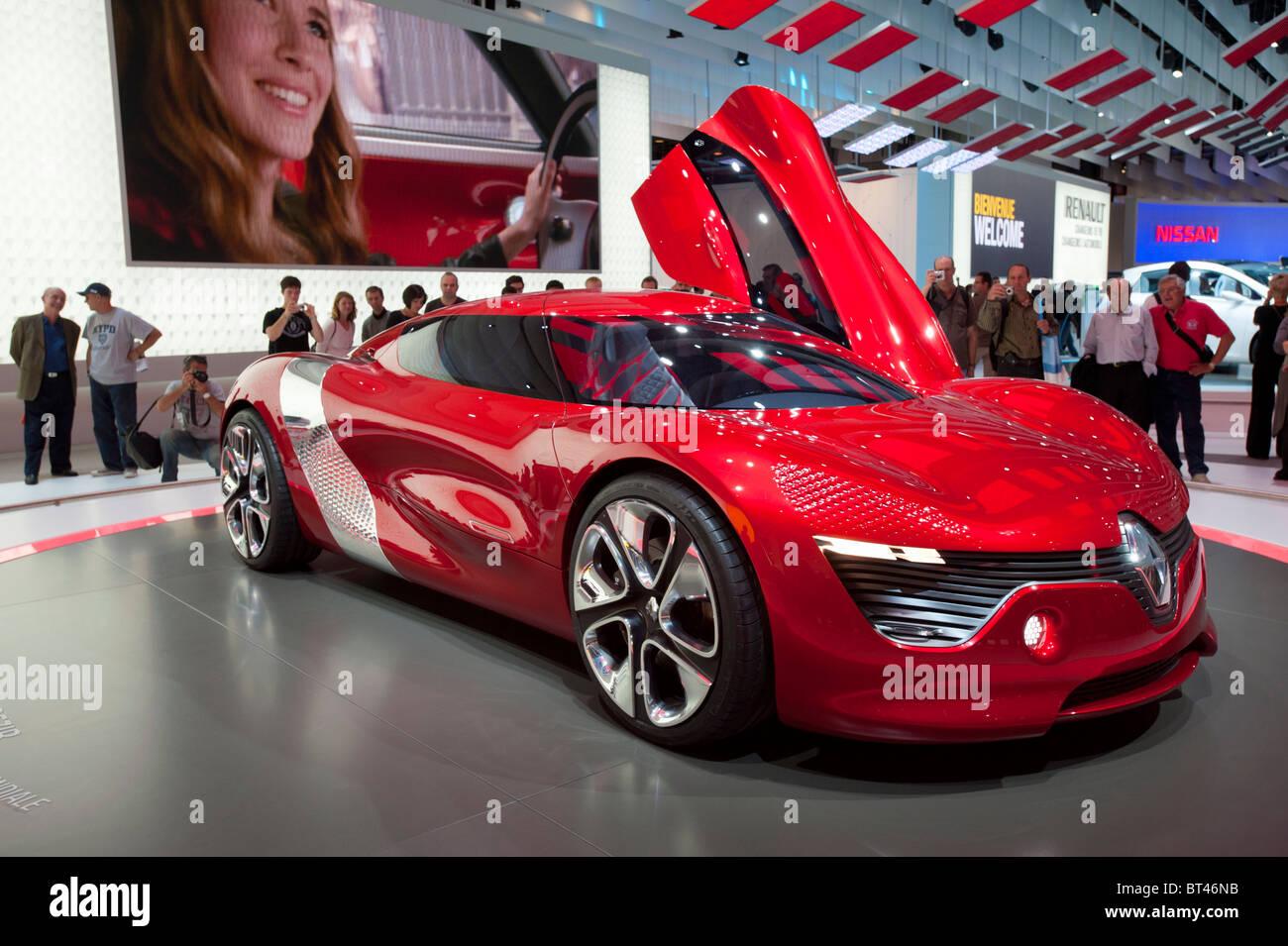 Neue elektrische Konzept Renault Dezir Sportwagen auf dem Display auf der Paris Motor Show 2010 Stockbild