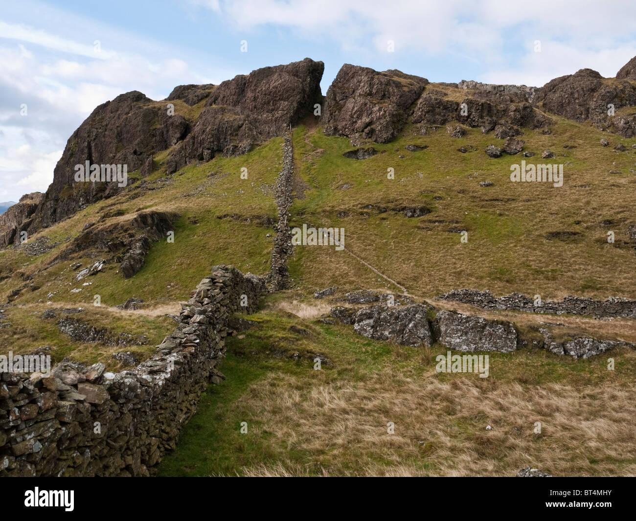 """MOEL yr Ogof, """"Berg der Höhle"""" in den Moel Hebog Palette, Snowdonia, Nordwales. Die Höhle war Stockbild"""