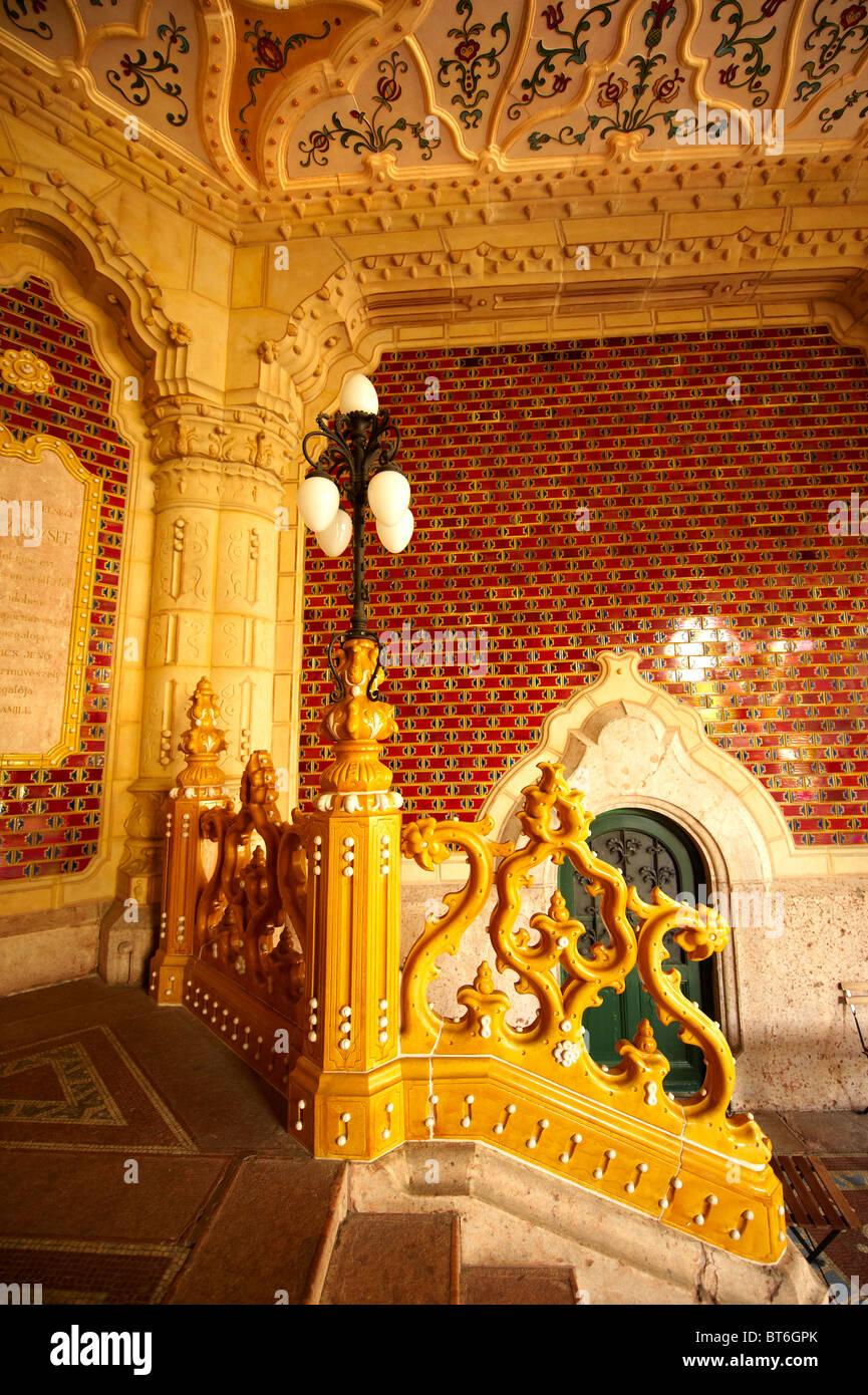 Die Eingangshalle Des Jugendstil Museum Für Angewandte Kunst Mit Zolnay  Fliesen U0026 Keramik Handläufe. Budapest Ungarn