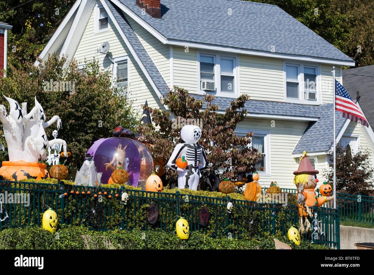 Ein Haus In Amerika Fur Halloween Dekoriert Stockfotografie Alamy