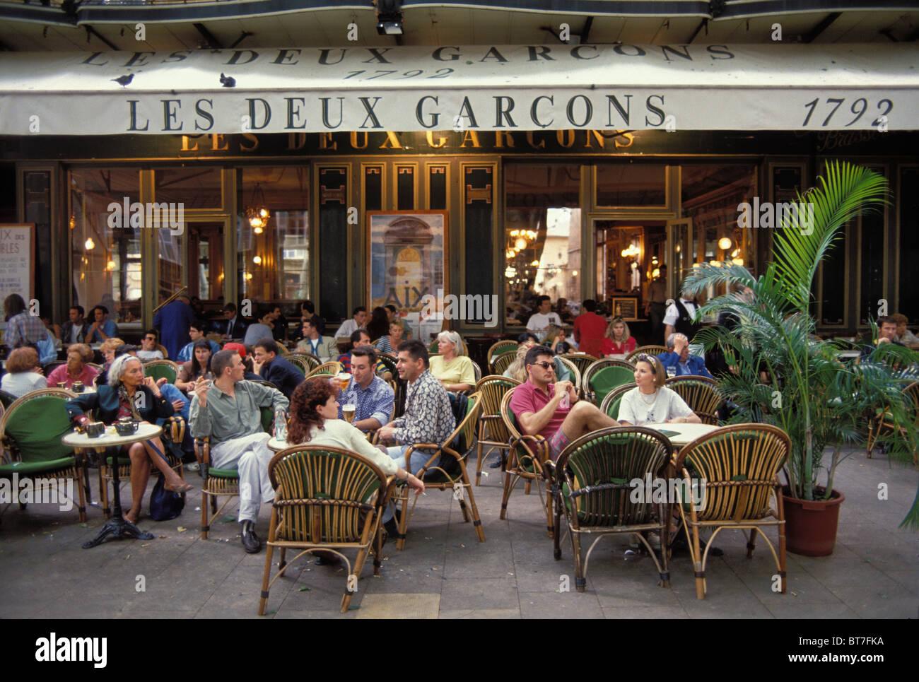 Bouches du rh ne frankreich aix en provence cours mirabeau cafe les deux gar ons stockfoto - Cours de cuisine bouches du rhone ...
