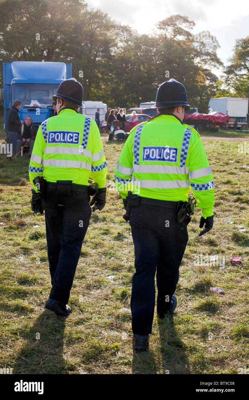 Eine Polizeipräsenz wurde mit Dutzenden von Offizieren patrouillieren in den Straßen und an den Stow Pferdemesse Stockbild