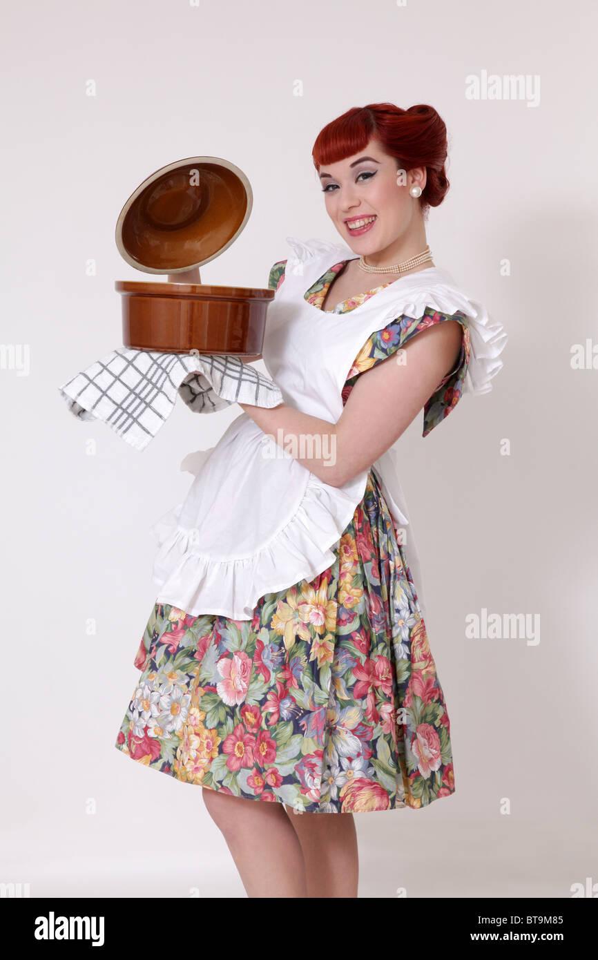 Retro-Hausfrau Kochen Stockbild