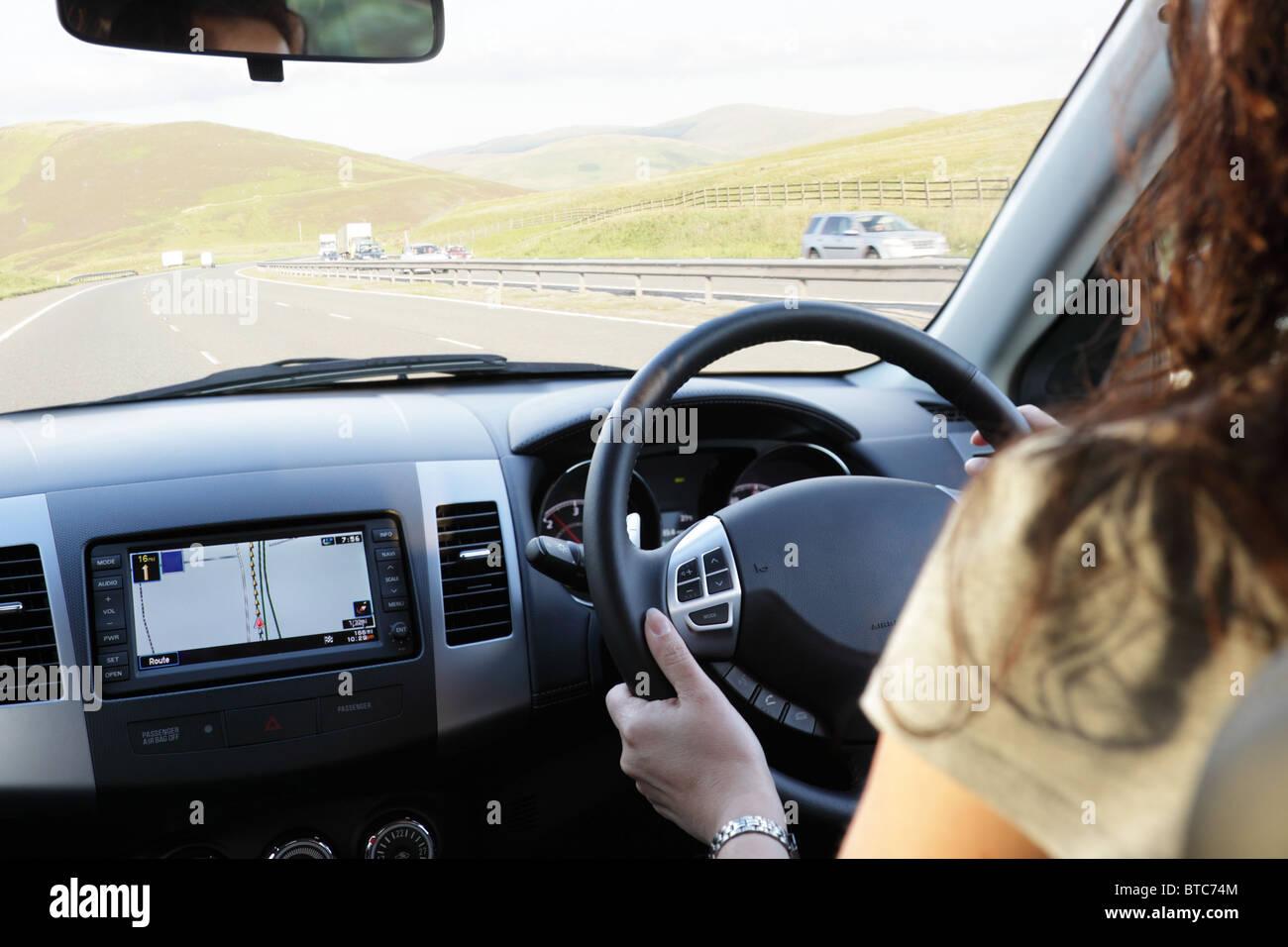 Ein Auto zu fahren Stockbild