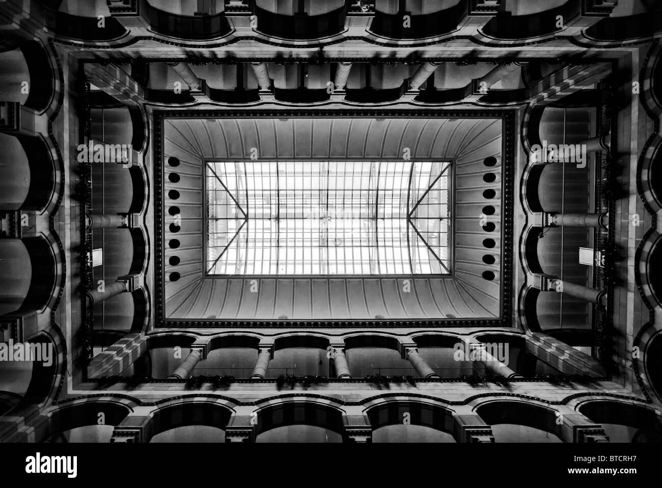 Interieur Bild Amsterdam Magna Plaza, schwarze & weiß Stockbild