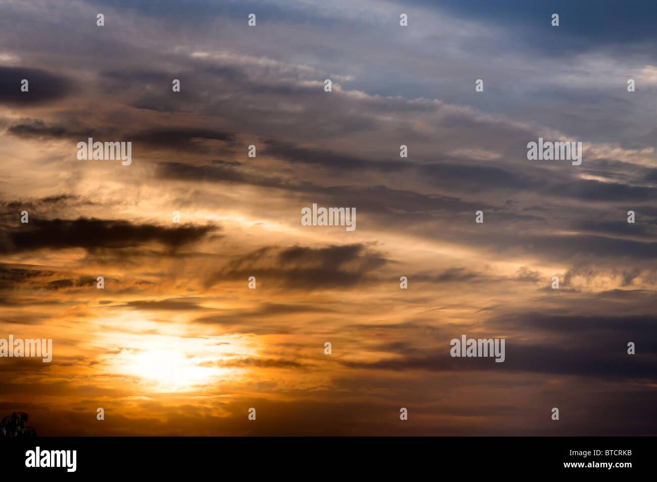 Sonnenuntergang mit beeindruckenden Wolkenstruktur Stockbild