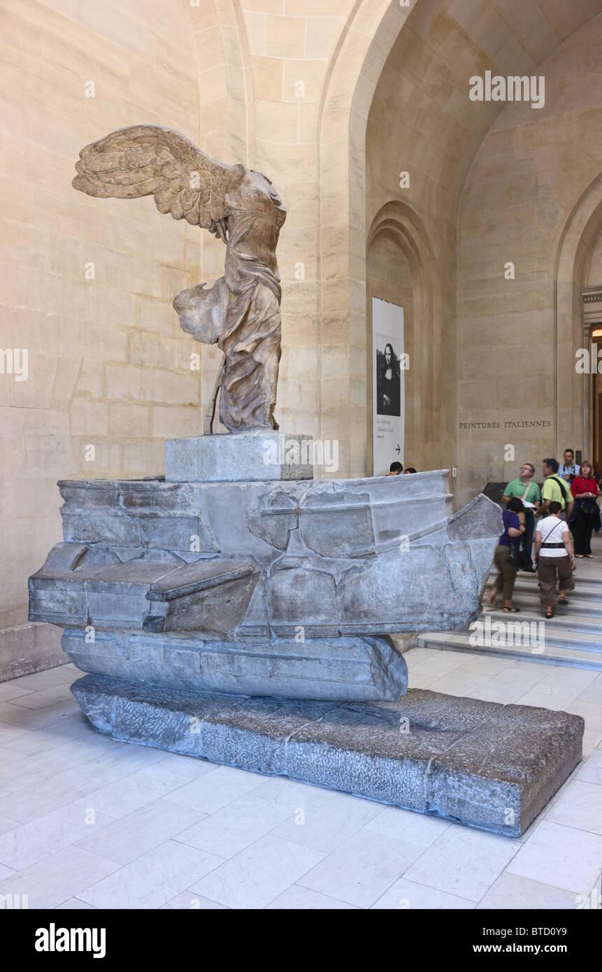 Nike von Samothrake oder Winged Sieg von Samothrace Statue Museum Louvre Paris. Marmor, 2. Jh. v. Chr. Stockbild