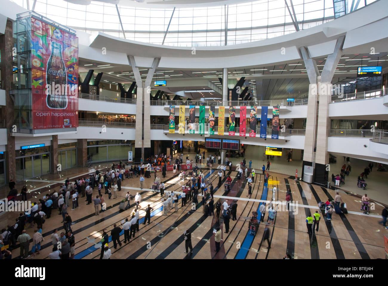 Die Ankunftshalle am Oliver Tambo Airport in Johannesburg Stockbild