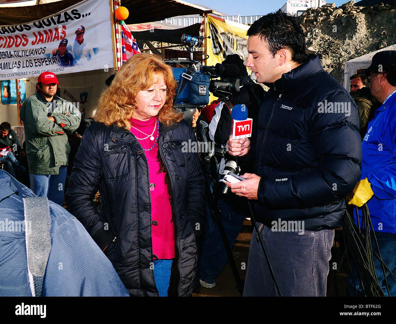 Reportage-33 Bergleute Chile gerettet auf Atacama-Wüste, San Jose Mine lebendig. Wir sind am Leben in der Zuflucht Stockbild