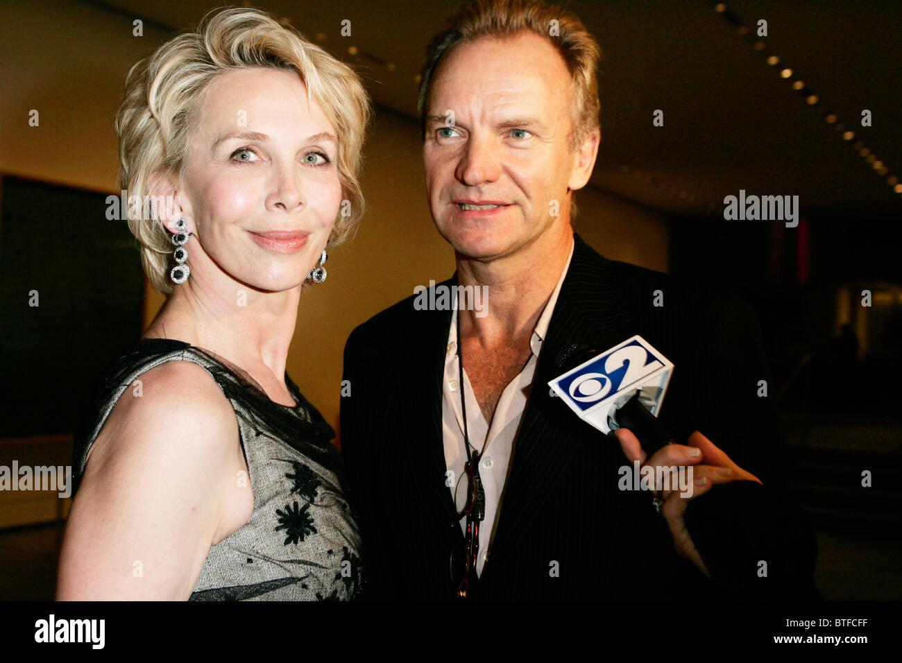 Pop-star Sting und Frau Trudie Styler interviewt im Museum der modernen Kunst (MOMA), New York, USA Stockfoto