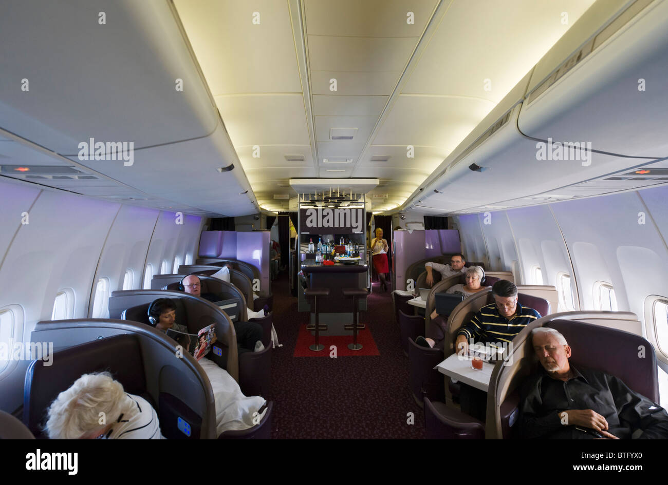 Upper-Class-Kabine auf einer Virgin Atlantic Airways Boeing 747-400 fliegt aus Manchester, UK, Orlando, FL Stockfoto