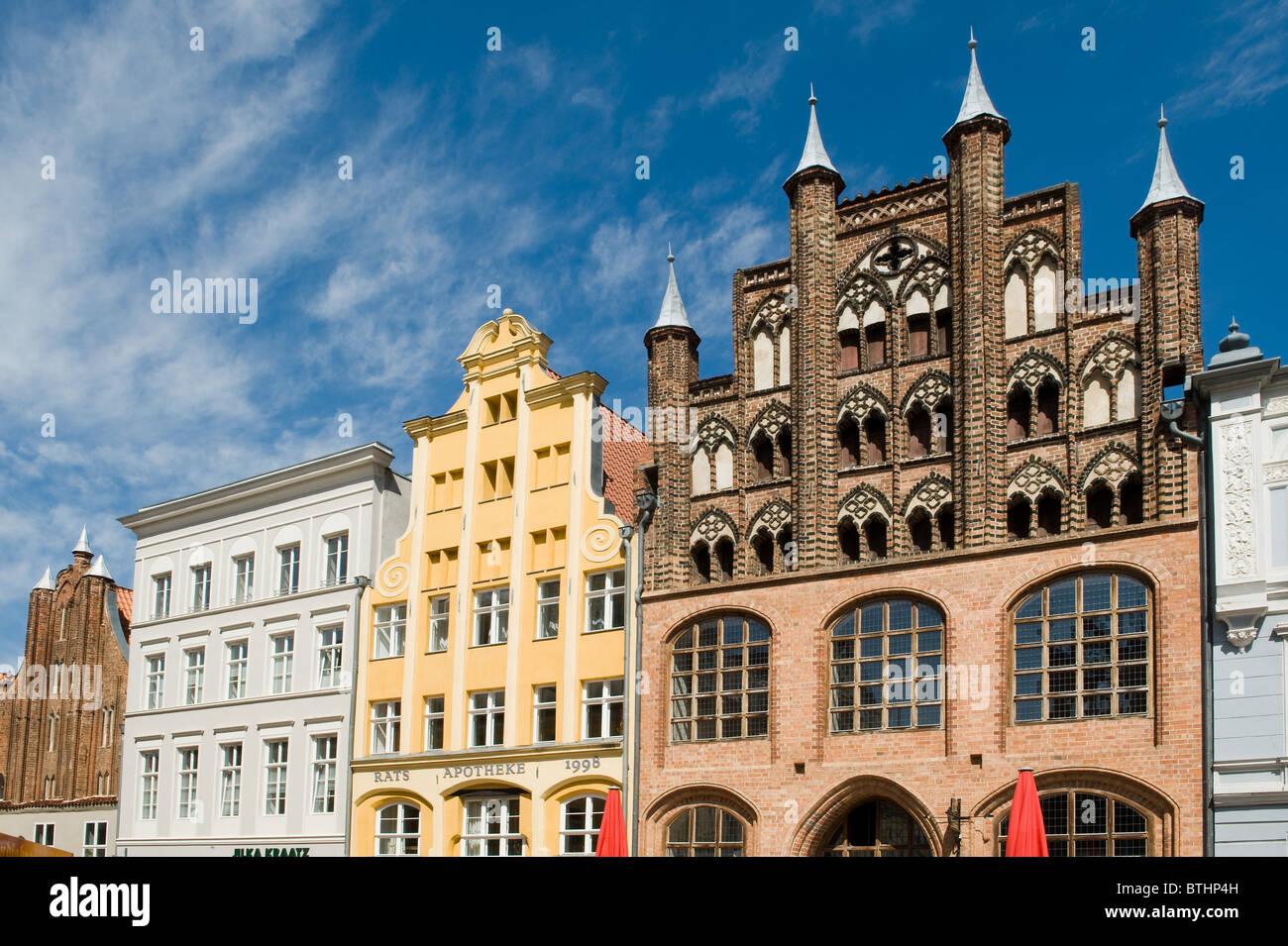 Hanseatischen h user am alten markt in stralsund deutschland stockfoto bild 32352673 alamy - Architektonische hauser ...