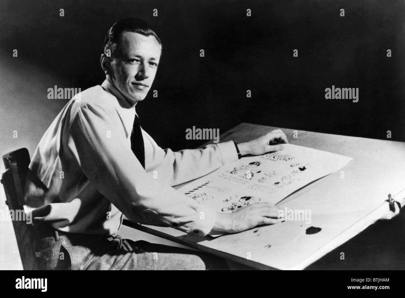 """Charles, (1922 ? 2000), US-amerikanischer Cartoonist und Schöpfer der Comic-Strip """"Peanuts"""", c. 1952. Stockbild"""