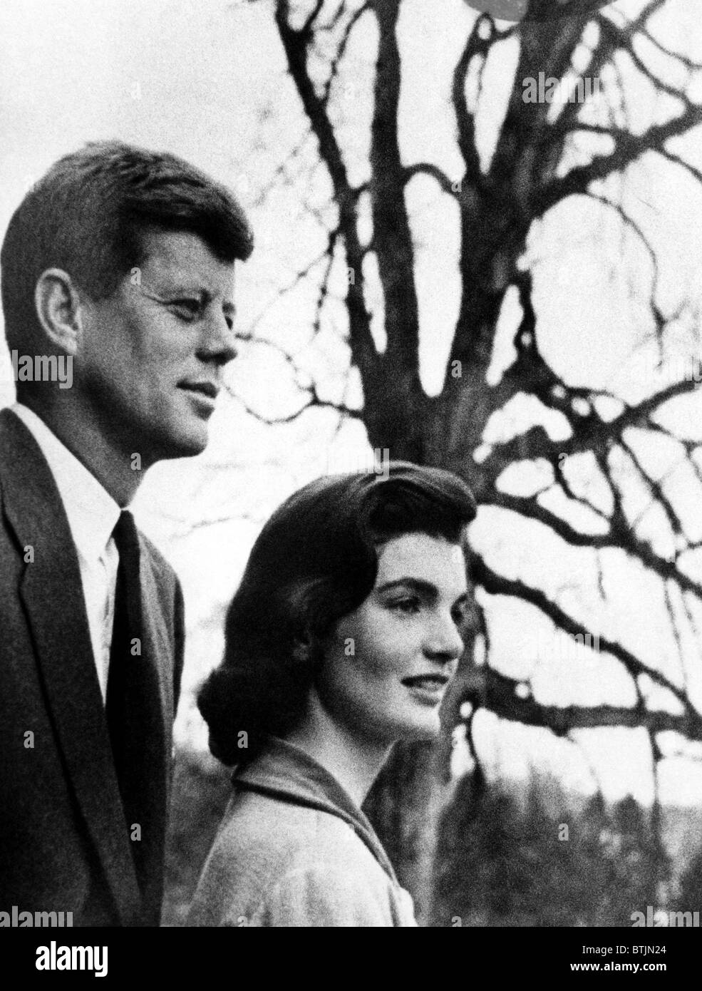 Senator John F. Kennedy, Jackie Kennedy, circa. 1956. CSU Archive/Courtesy Everett Collection Stockbild
