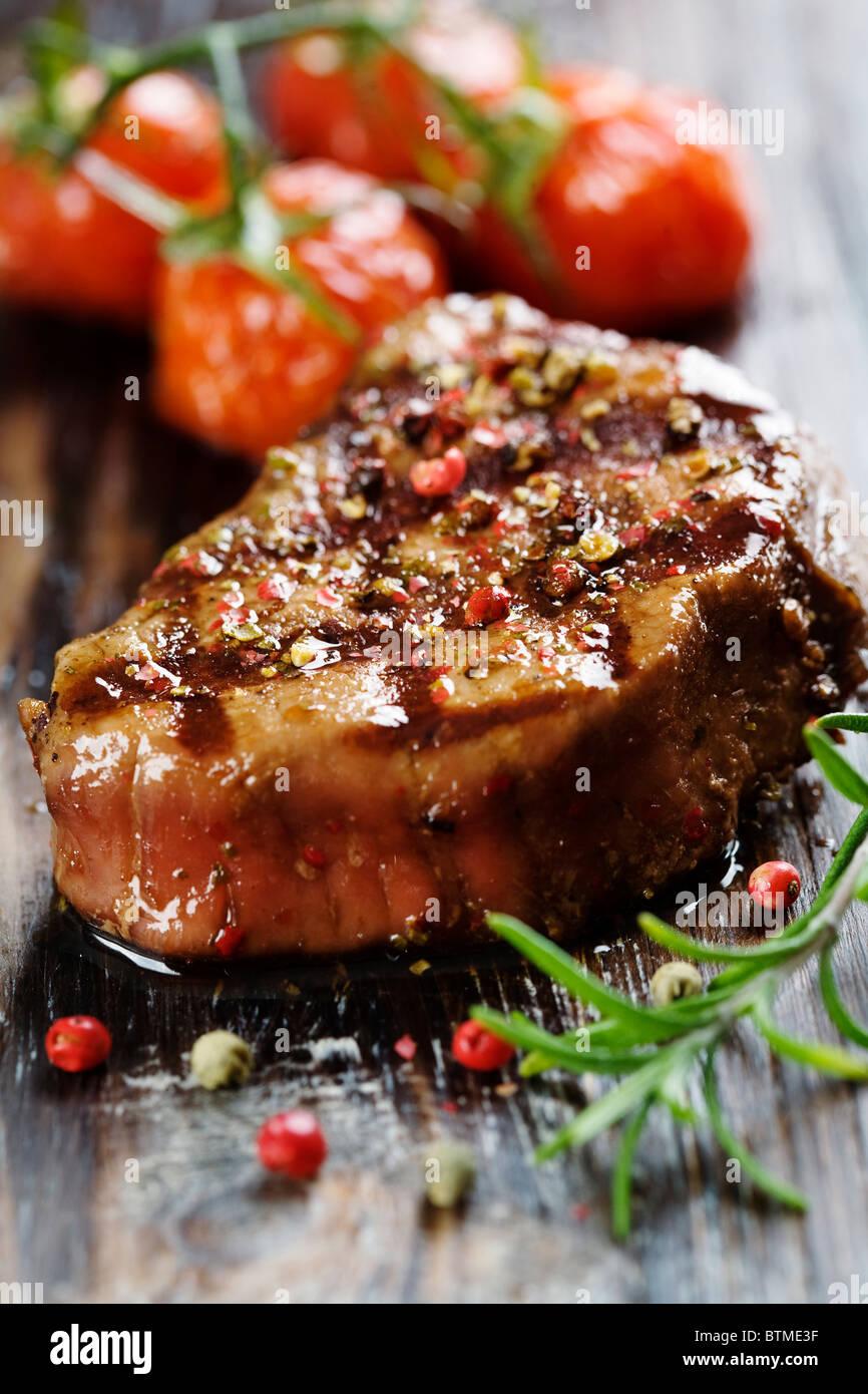 Roastbeef Rind in Pfeffer bedeckt Stockbild